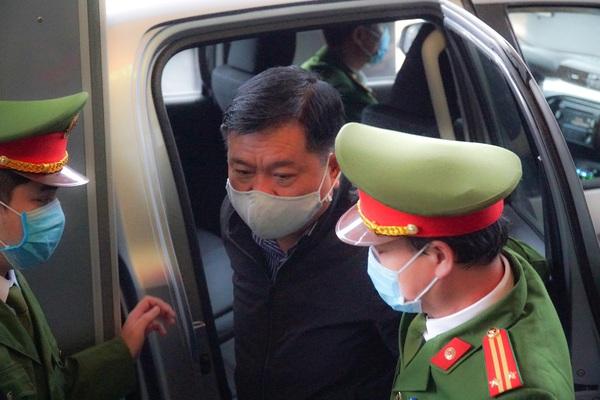 Vừa khai mạc, tòa đã phải tuyên hoãn xử vụ ông Đinh La Thăng và đồng phạm