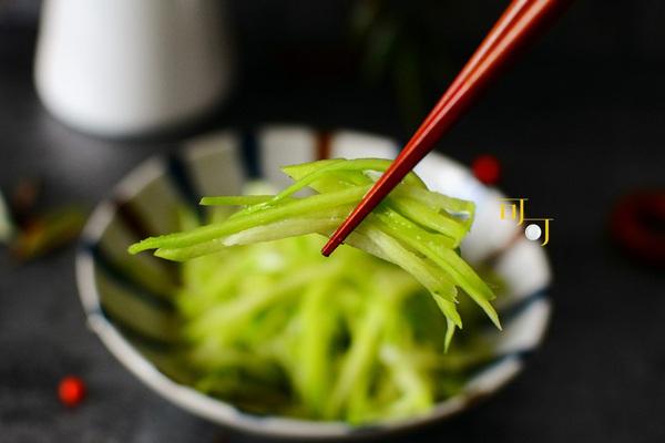 Sảng khoái vị giác với món salad su su lạnh, dễ ăn, chống ngán