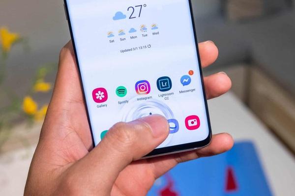 Mở khoá điện thoại bằng vân tay hay khuôn mặt tiện ích hơn?