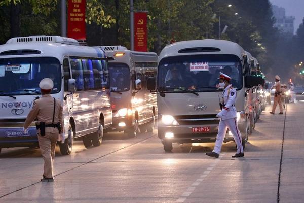 Các đại biểu tham dự các hoạt động của Đại hội Đảng đi bằng ô tô chung, kể cả Ủy viên Trung ương