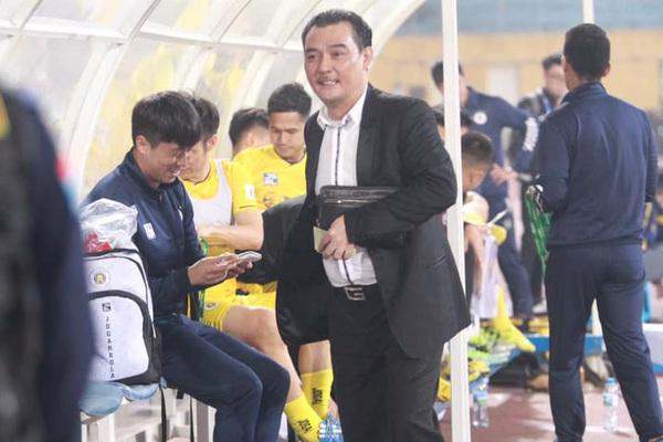 """Clip: Nhận """"lộc"""" trước trận, Hà Nội FC vẫn thua ngược B.Bình Dương"""