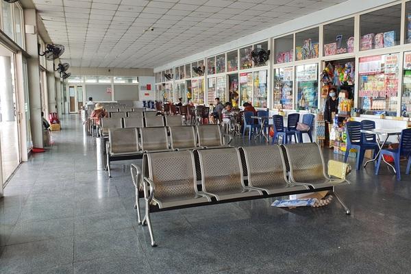 """Đà Nẵng: Tàu, xe """"trống ghế"""" chờ khách dịp tết"""