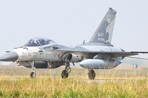 Chiến đấu cơ Đài Loan gầm rú vang trời, dằn mặt Trung Quốc