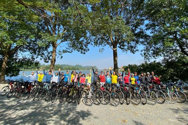 """CLB xe đạp """"Chim non"""": Hội những người không sợ """"ế"""""""