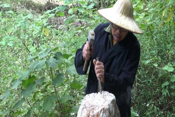 Cao Bằng: Vùng đất đầu làng đặt con chó đá, hễ nông nhàn dân lại lầm lũi lên rừng sống cùng với...đá