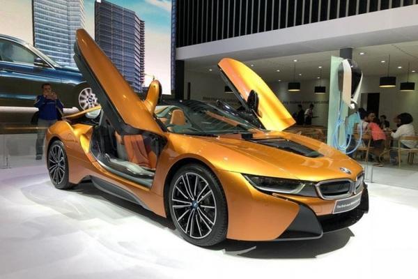 Siêu xe BMW i8 mà thủ môn Bùi Tiến Dũng vừa tậu có gì đặc biệt?