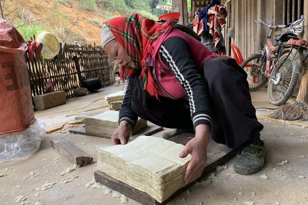 Cao Bằng: Nghề làm thứ giấy cứ ngỡ chỉ có trong cổ tích, ai ngờ dân vẫn kỳ công theo, đã làm là ra tiền