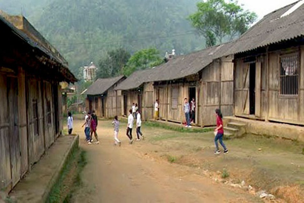 Kể chuyện làng: Trai thị trấn ngố tàu