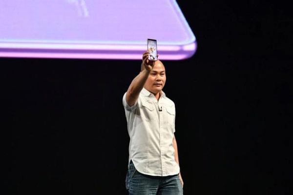 """CEO Nguyễn Tử Quảng gây sốc: Bphone B86 """"ăn đứt"""" iPhone điều này"""