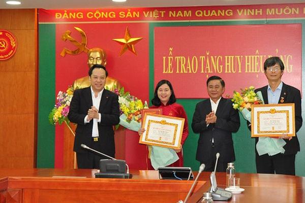 Nữ Bí thư Trung ương Đảng nhận Huy hiệu cao quý