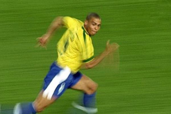 """Top 30 kỹ năng tuyệt đỉnh của """"Người ngoài hành tinh"""" Ronaldo"""