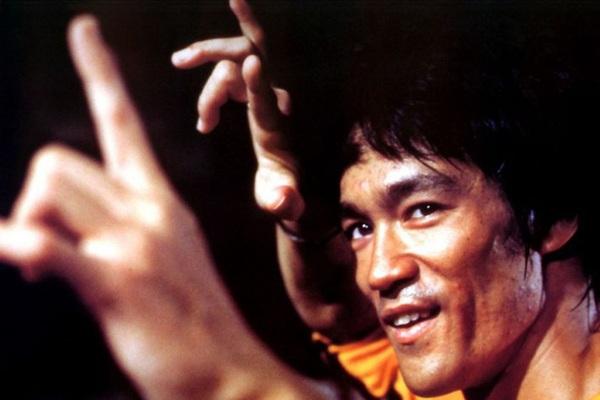 Cái chết của Lý Tiểu Long: Hút cần sa quá đà hay bị ninja thủ tiêu?