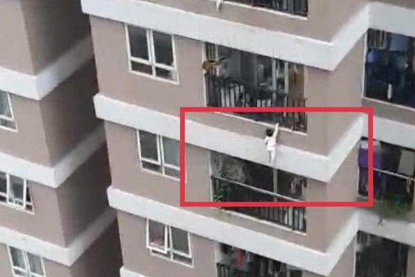 """""""Người hùng"""" Nguyễn Ngọc Mạnh cứu bé gái rơi từ tầng 13 chung cư có được trao Huân chương Dũng cảm ?"""