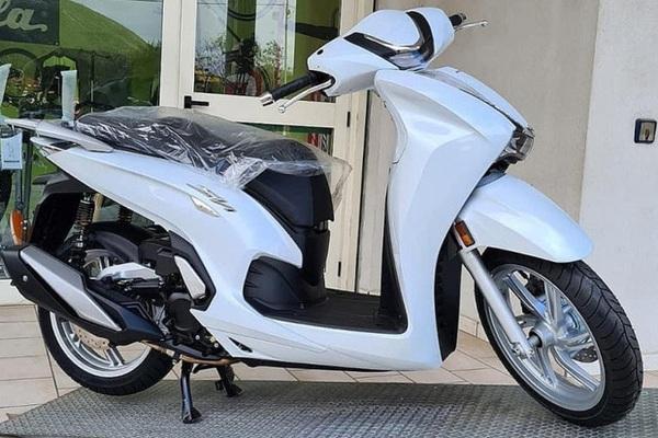 Honda SH 350i 2021 trên đường về Việt Nam, giá giật mình