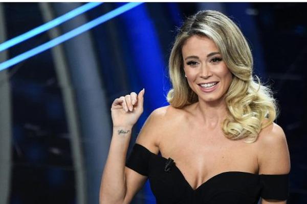 Sao Juventus nhìn hau háu, không chớp mắt trước vòng 3 của nữ MC xinh đẹp