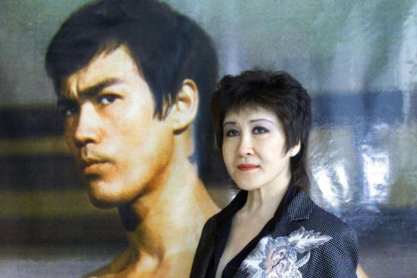 Đột nhập nhà xác, nhà báo hé lộ bí mật cái chết của Lý Tiểu Long