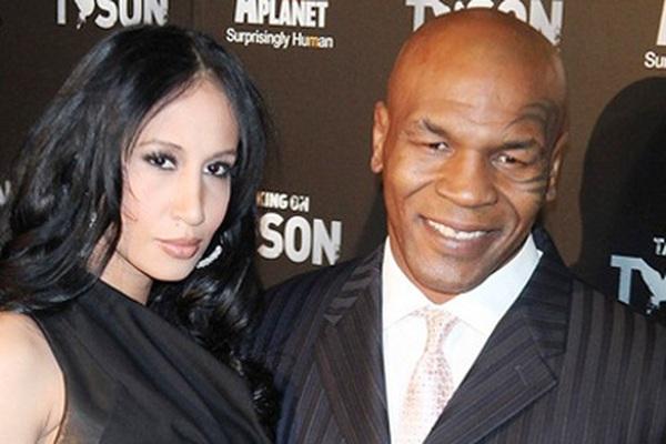 Dị như Mike Tyson: Ngồi tù, vẫn làm quản giáo có bầu
