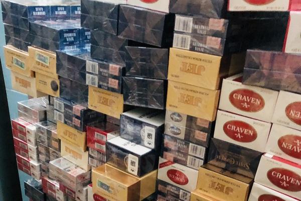 Cà Mau: Tạm giữ hình sự một người tàng trữ hơn 22.000 gói thuốc lá nhập lậu