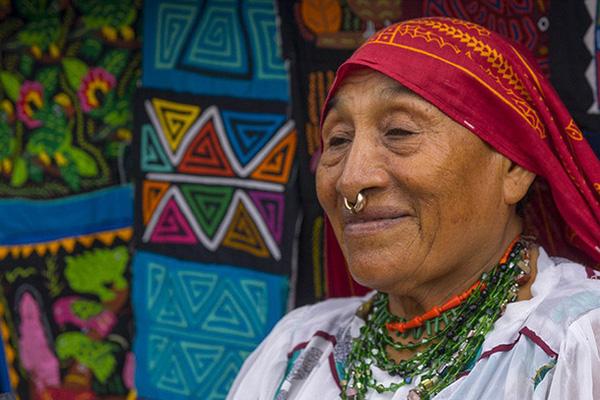 Tục lệ của bộ lạc Guna: Chồng theo vợ và con gái được thừa kế tài sản từ mẹ