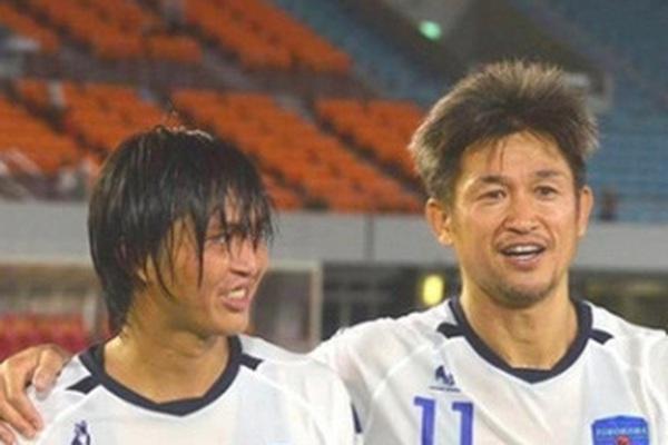 """54 tuổi không chịu giải nghệ, huyền thoại Kazu Miura bị gọi là """"gấu trúc"""""""