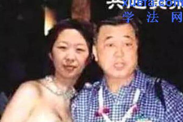 """Quan tham TQ cho nổ tung tình nhân kém 30 tuổi ngay trên phố sau khi """"chơi"""" chán"""
