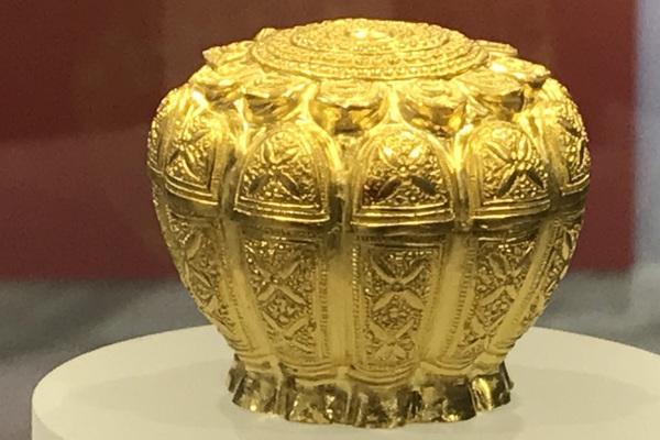 Chiêm ngưỡng Bảo vật quốc gia bằng vàng khối ở Quảng Ninh