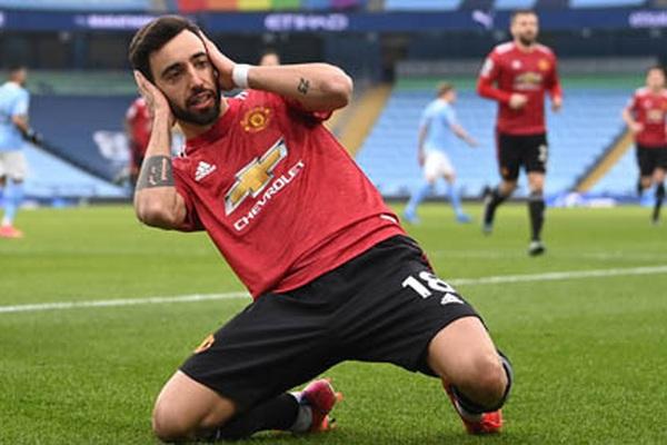 """M.U thắng Man City, Bruno Fernandes """"bỏ túi"""" hàng loạt thống kê ấn tượng"""