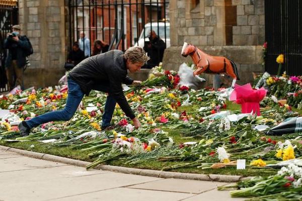 Nước Anh để tang Hoàng thân Philip, tuy nhiên hạn chế việc đặt hoa do lo ngại dịch bệnh COVID-19