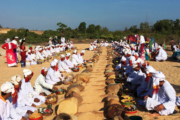 Tết Ramưwan: Lễ hội văn hóa đặc sắc của người Chăm ở Bình Thuận - Ninh Thuận