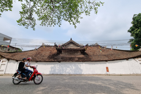Vĩnh Phúc: Bức tường tại đình làng cổ 200 năm tuổi bất ngờ được sơn trắng