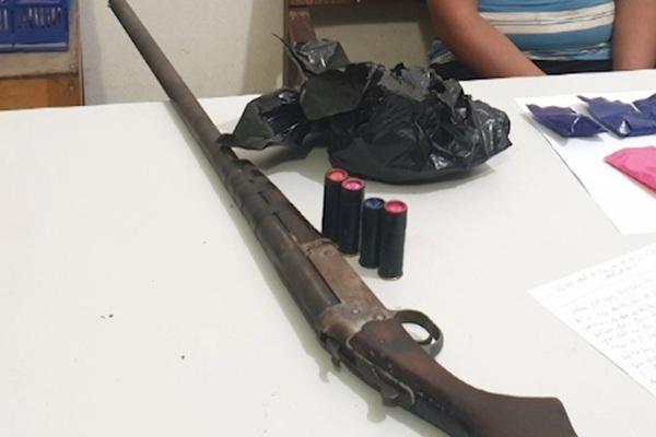 Tóm gọn đối tượng dùng súng săn đã lên đạn vận chuyển ma túy