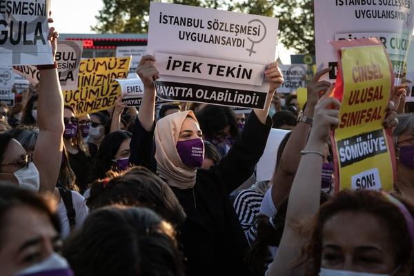 Thổ Nhĩ Kỳ: Hàng nghìn người biểu tình phản đối nạn bạo lực gia đình