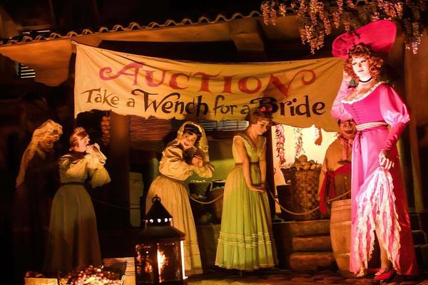 13 điểm tham quan đáng sợ và gây tranh cãi nhất tại công viên giải trí Disney mọi thời đại