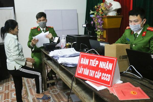 Hộ khẩu ở tỉnh có làm được thẻ căn cước gắn chíp tại Hà Nội?