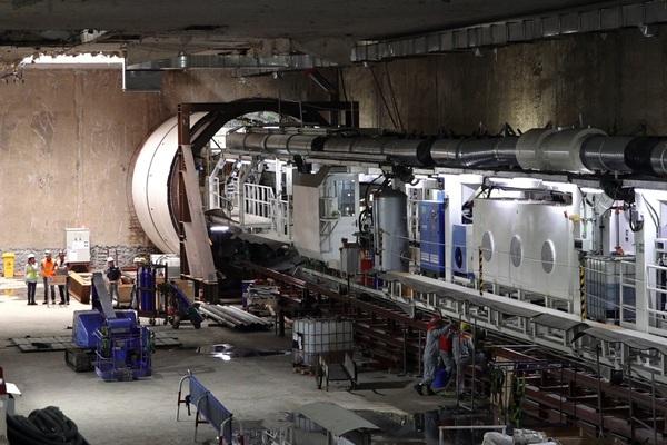 """Clip: Cận cảnh robot đào ngầm """"Táo bạo"""" chạy thử tại Đường sắt Nhổn - Ga Hà Nội"""