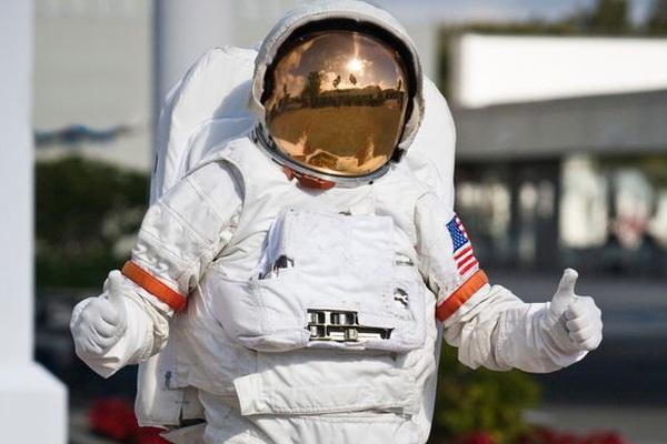 """Phi hành gia Nasa chia sẻ trải nghiệm lần đầu bay vào không gian: """"Mặt trời trông thật kỳ cục!"""""""