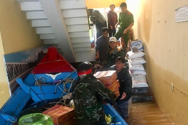 Thủ tướng Chính phủ tặng bằng khen cho ngư dân 2 huyện của Quảng Bình cứu người trong lũ