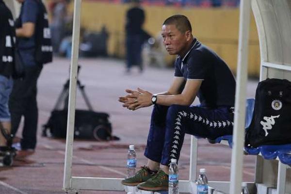 """""""Cối xay HLV"""" V.League: 4 CLB thay tướng, 5 người ra đi sau 9 vòng"""