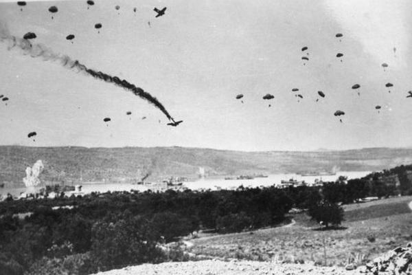 Vì sao Adolf Hitler cấm thuộc hạ triển khai lính dù đánh chiếm các đảo?