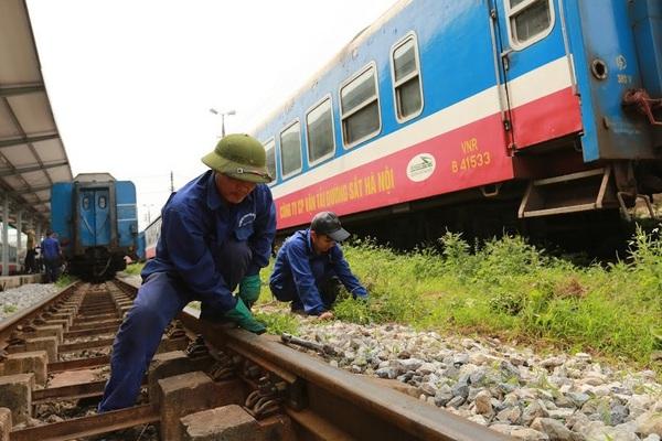 """GS. Lã Ngọc Khuê, nguyên Thứ trưởng Bộ GTVT: """"Cứ ngồi bàn cãi xong thì ngành đường sắt đã chết"""""""