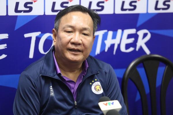 """HLV Hà Nội FC chỉ ra điểm """"lạ"""" của HAGL dưới thời Kiatisuk"""