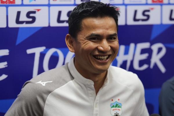 HLV Kiatisuk nhắc HLV Hàn Quốc trước trận HAGL quyết đấu Hà Nội