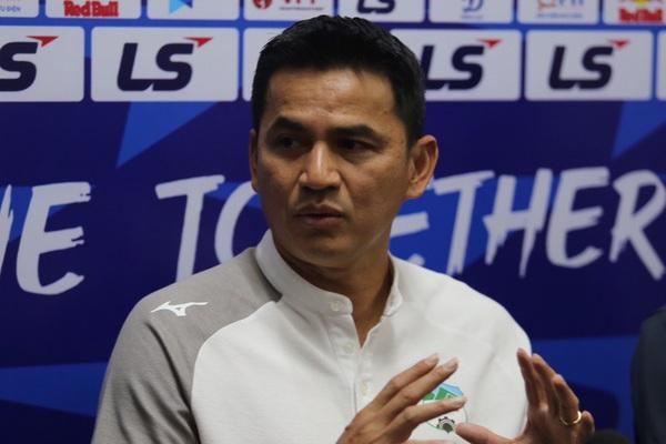 HLV Kiatisuk nói gì khi bầu Đức không xem HAGL đấu Hà Nội FC?