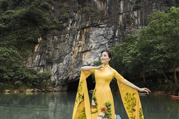 """Sao Mai Huyền Trang quảng bá hình ảnh Quảng Bình qua MV """"Anh có về Quảng Bình cùng em"""""""