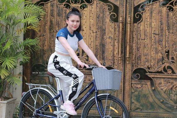 Nghề cho thuê xe đạp Hồ Tây: Hút khách trẻ, kiếm tiền triệu mỗi ngày