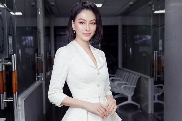 """Hoa hậu Phương Khánh khoe nhan sắc vạn người mê, đầy khí chất trên """"ghế nóng"""""""
