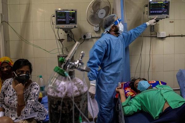 Thiếu thốn trang thiết bị y tế trầm trọng, Ấn Độ đang bị dịch bệnh COVID-19 bao vây