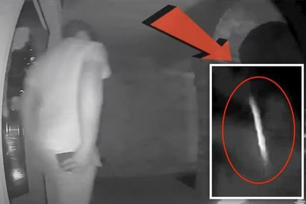 Người ngoài hành tinh xuất hiện ngay trước camera an ninh?