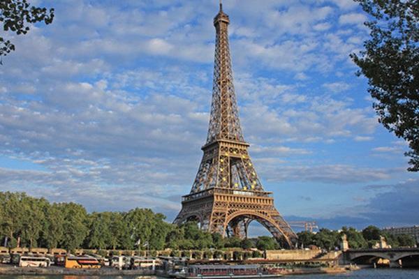Tướng Đức kháng lệnh Adolf Hitler, cứu Paris khỏi bị hủy diệt