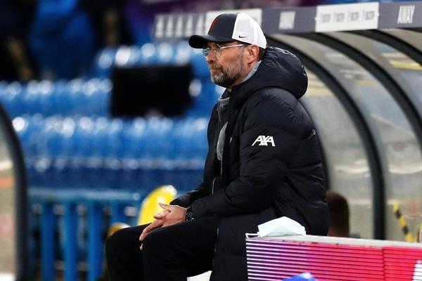 """Liverpool bị Leeds cầm hòa, HLV Klopp """"đánh trống lảng"""" sang Super League"""